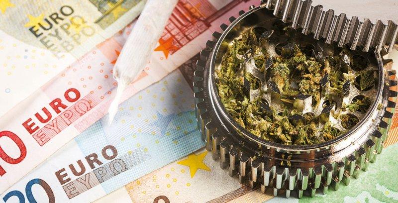 Für Medizinal - cannabis gaben die Krankenkassen im April 2018 rund 5,36 Millionen Euro aus. Foto: Elena/stockadobecom