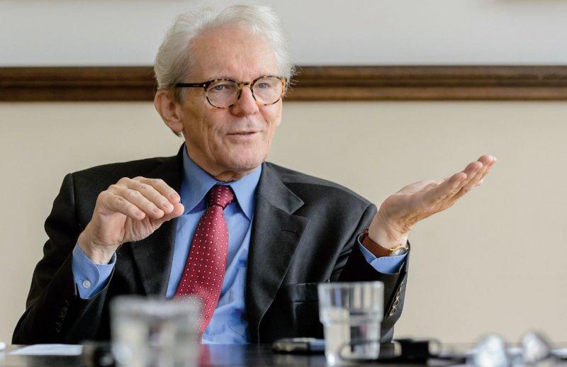 Karl Max Einhäupl (71) ist seit 2008 Vorstandsvorsitzender der Charité. Sein Vertrag läuft 2020 aus, über seine Nachfolge wird derzeit spekuliert. 1993 wechselte Einhäupl von München als Direktor der Klinik für Neurologie nach Berlin. Von 2001 bis 2006 war er Vorsitzender des Wissenschaftsrates. Foto: Svea Pietschmann