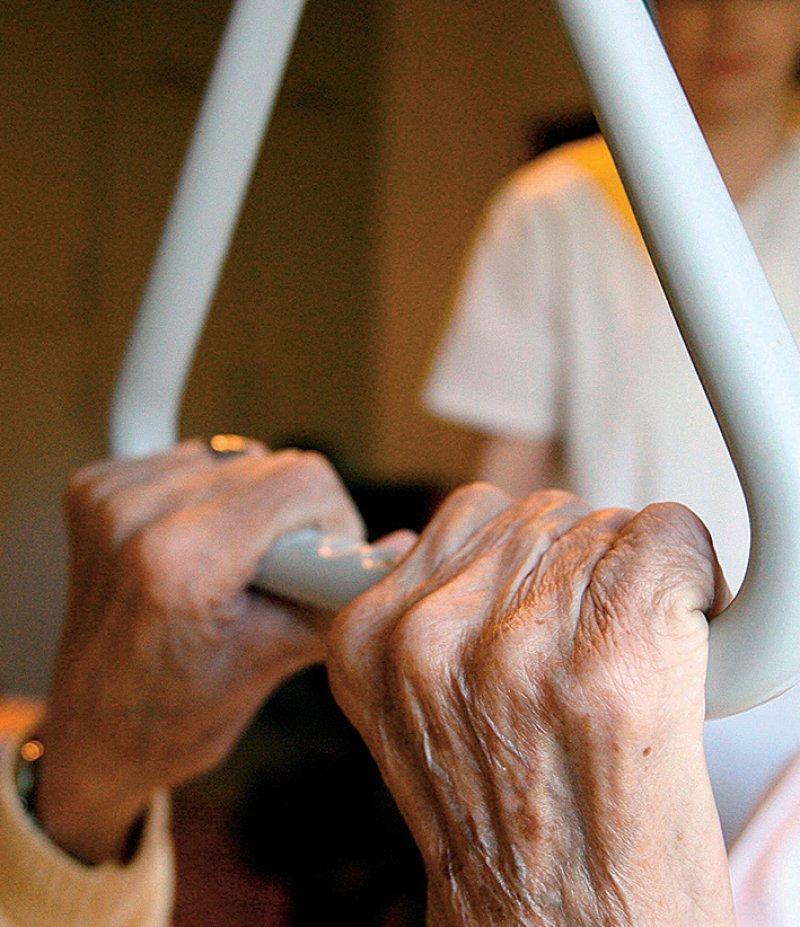 Unterstützung für Betroffene: Der Online-Lotse richtet sich sowohl an Patienten als auch Angehörige. Foto: dpa