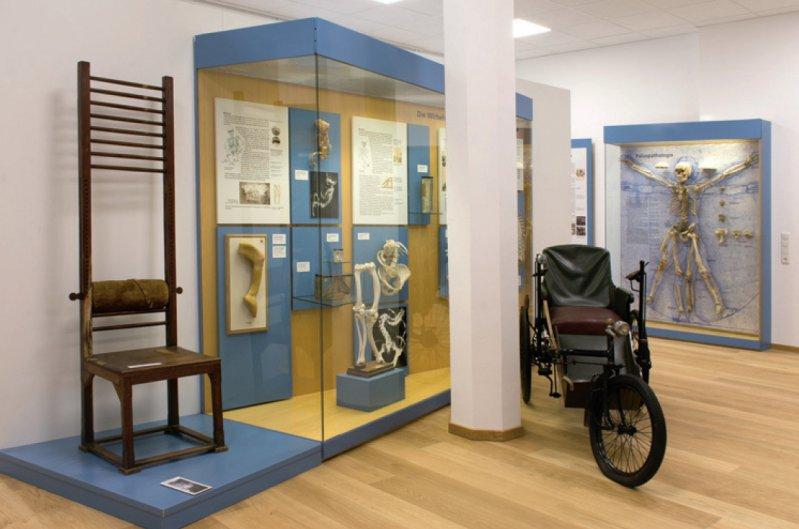 Das neugestaltete Museum in Frankfurt lädt ein zum Rundgang durch die Orthopädiegeschichte. Foto: Orthopädische Universitätsklinik Friedrichsheim