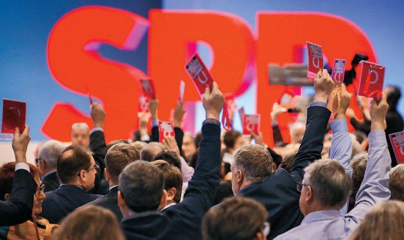 Die SPD-Delegierten stimmten beim Sonderparteitag für Koalitionsgespräche mit der Union. Foto: dpa