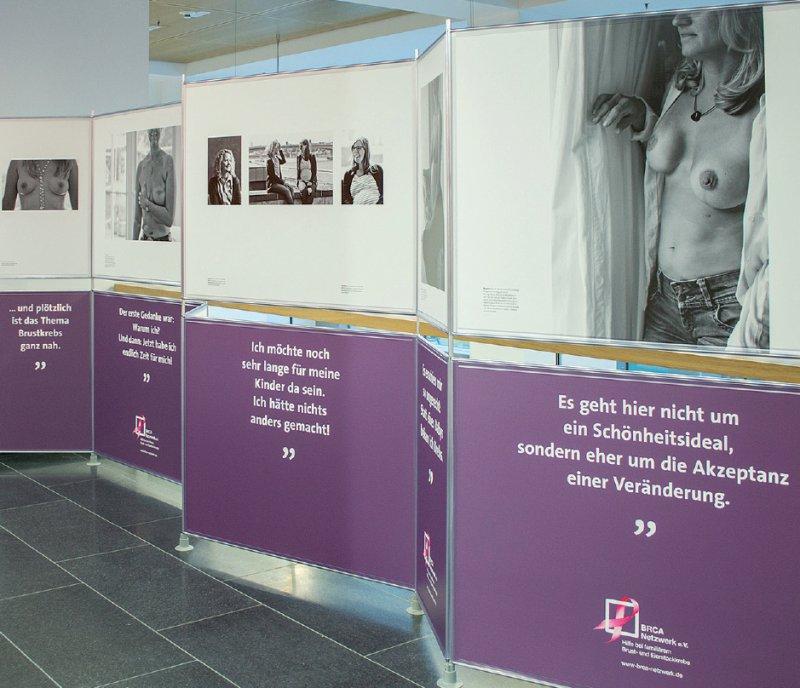 Die persönlichen Geschichten sollen Besuchern der Ausstellung eine Annäherung an das Thema ermöglichen. Foto: Tamara Pribaten für BRCA-Netzwerk e.V.
