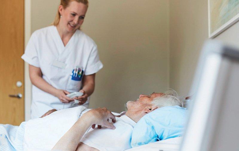 Pflegekräfte sollen künftig unabhängig von Fallpauschalen vergütet werden. Foto: mauritius images