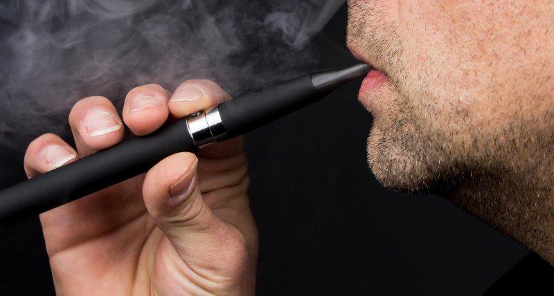 E-Zigaretten: Hinweise auf Vitamin-E-Acetat als Auslöser verdichten sich