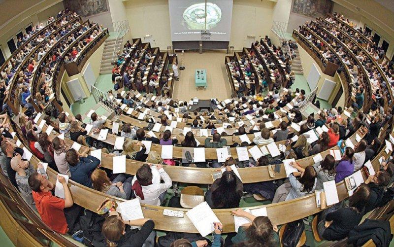Ab dem kommenden Wintersemester soll eine zentrale Stelle in NRW entscheiden, wer einen Studienplatz über die Landarztquote erhält. Foto: dpa