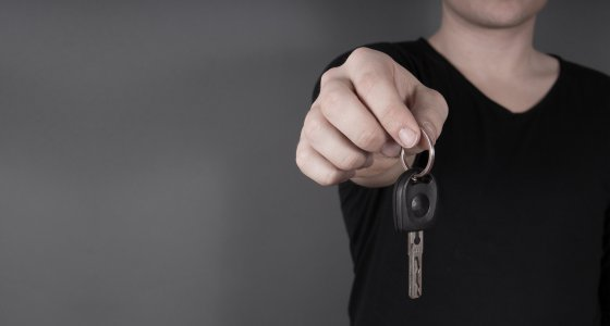 Autoschlüssel abgeben /Waler, adobe.stock.com