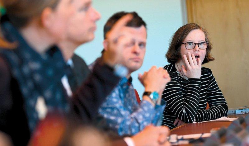 An der Debatte zu Pränataltests sollen auch Menschen mit Behinderungen teilnehmen wie Sebastian Urbanski (Schauspieler) und Natalie Dedreux (Ohrenkuss-Redaktion). Foto: dpa