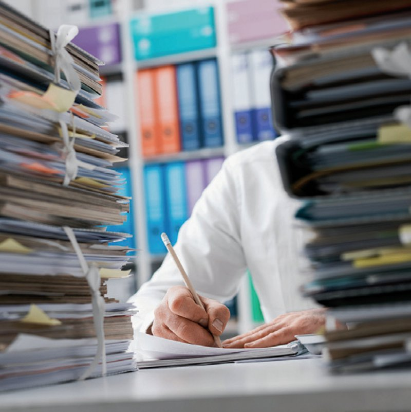 Für den Bürokratieabbau fordert die Kassenärztliche Bundesvereinigung ein verbindliches Abbauziel von 25 Prozent. Foto: stokkete/stock.adobe.com