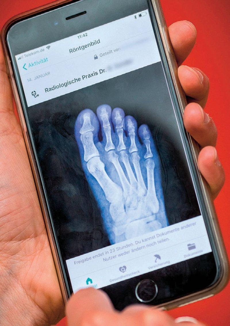Mit Vivy können Befunde, Laborwerte und Röntgenbilder gespeichert und mit dem Arzt geteilt werden. Foto: dpa
