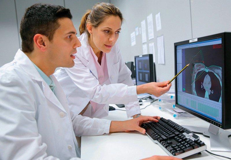 In den Krebsregistern werden unter anderem Diagnosen und Therapieschritte festgehalten. Foto: mauritius images