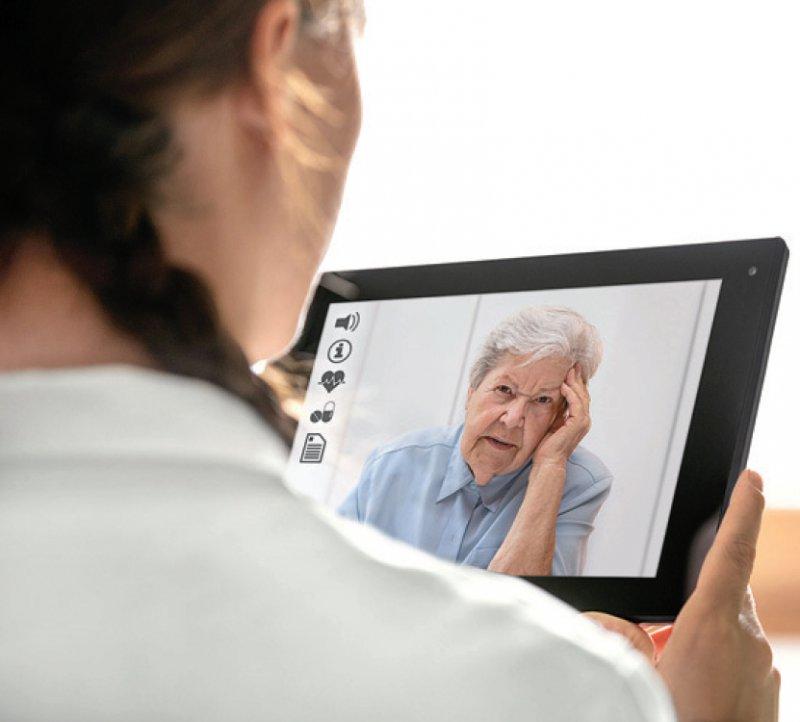 Die telekonsiliarische Befundbeurteilung von Röntgen- und CTAufnahmen und die Videosprechstunde zur Verlaufskontrolle werden im Einheitlichen Bewertungsmaßstab vergütet. Foto: M.Dörr & M.Frommherz/stock.adobe.com
