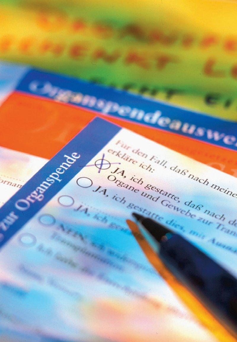 Organspender soll nach der Widerspruchsregelung jeder sein, der zu Lebzeiten nicht einen gegenteiligen Wunsch dokumentiert oder seinen Angehörigen mitgeteilt hat. Foto: picture alliance