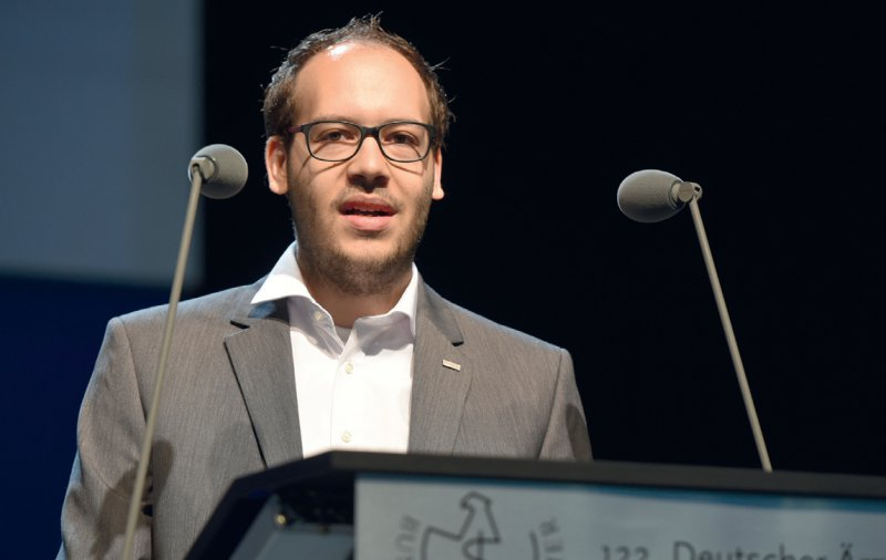 Peter Jan Chabiera wirbt vor den Delegierten des 122. Deutschen Ärztetages für mehr Dialog mit anderen medizinischen Berufen.