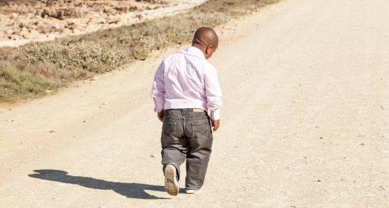 Menschen mit Achondroplasie sind kleinwüchsig. Männer erreichen eine Körpergröße von durchschnittlich 131 cm, Frauen werden im Mittel 125 cm groß. /Nolte Lourens, stock.adobe.com