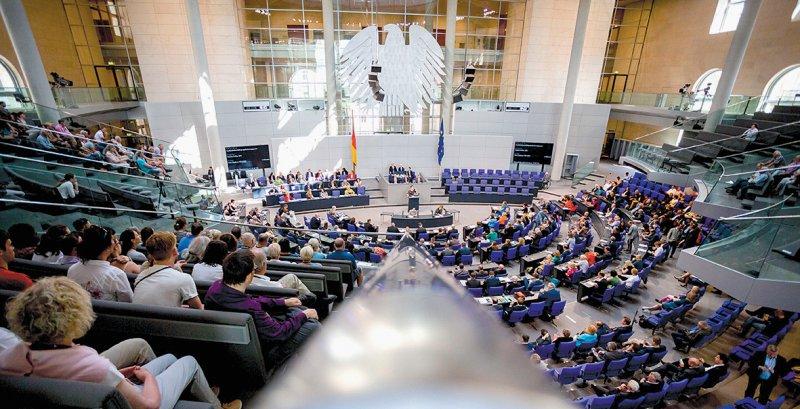 Der Bundestag wird sich eventuell nach der Sommerpause mit den verschobenen Themen befassen. Foto: dpa