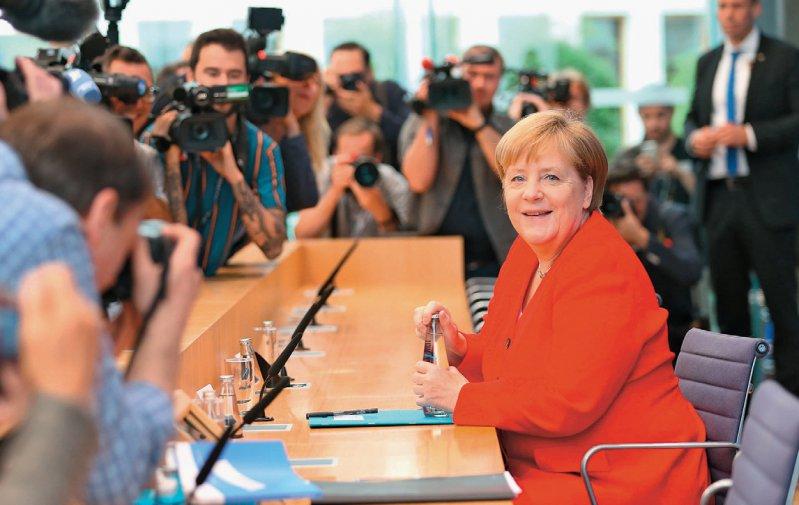 Bundeskanzlerin Angela Merkel stellte sich gut gelaunt den Fragen der Journalisten – auch zu Bundesgesundheitsminister Jens Spahn. Foto: picture alliance/AA