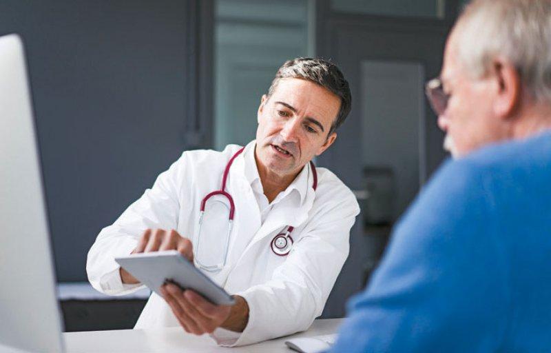 Chronisch kranke Patienten benötigen oftmals eine intensive Betreuung. Foto: picture alliance/Westend61
