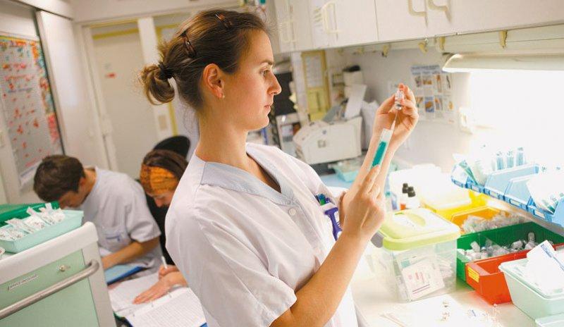 Der Bedarf an Pflegekräften im Krankenhaus soll mit einem speziellen Instrument ermittelt werden. Foto: picture alliance/Phanie
