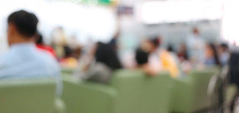 Überfüllte Notaufnahmen erfordern Reformen. Darüber herrscht Einigkeit bei allen Beteiligten. Foto: mauritius images/Piya Sarutnuwat Alamy