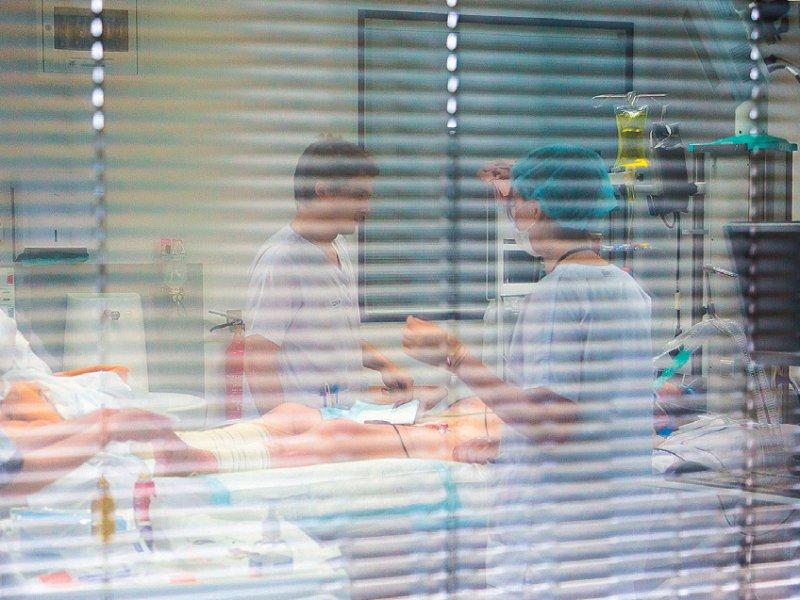 Nur in jeder dritten Intensivstation ist derzeit ein Neurointensivmediziner präsent, so die Fachgesellschaft. Foto: picture alliance/Phanie