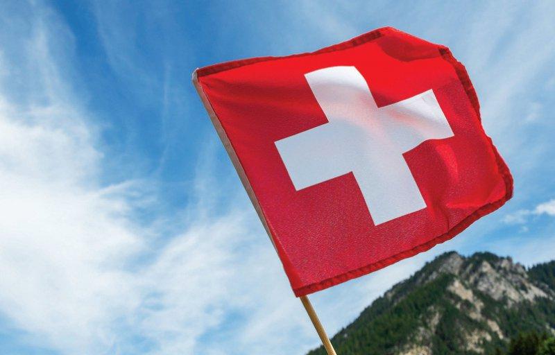 1 965 in Deutschland tätige Ärzte gingen 2017 ins Ausland (59,3 Prozent deutsche Ärzte). Die Schweiz war das beliebteste Auswanderungsland. Foto: Tobias.S/stock.adobe.com