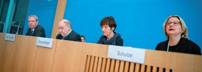 Briefing zur wissenschaftlichen und juristischen Einordnung von Luftschadstoffen und Grenzwerten in der Bundespressekonferenz. Foto: dpa