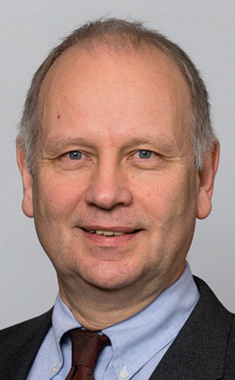 Dr. Ulrich Clever ist trotz fortschreitender Digitalisierung und künstlicher Intelligenz überzeugt, dass Maschinen ärztliches Tun nicht ersetzen werden. Foto: Ärztliche Pressestelle, LÄK B-W