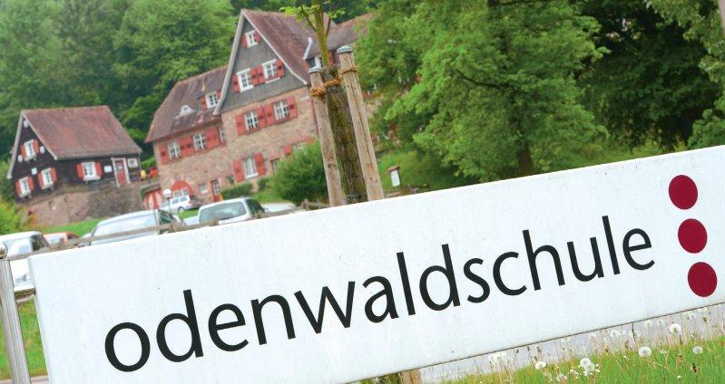 Zufahrt zu dem Internat im hessischen Ober-Hambach kurz vor der Schließung im Jahr 2015. Foto: dpa