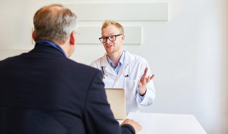 Mit der Zunahme an angestellten Ärzten geht die durchschnittliche Arbeitszeit je Arzt und die Zeit für Patienten zurück. Foto: Robert Kneschke/stock.adobe.com