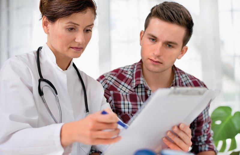 Häufiger nachfragen lautet die Empfehlung an Ärztinnen und Ärzte – das könne sich auch positiv auf die Compliance auswirken. Foto: Alexander Raths/stock.adobe.com