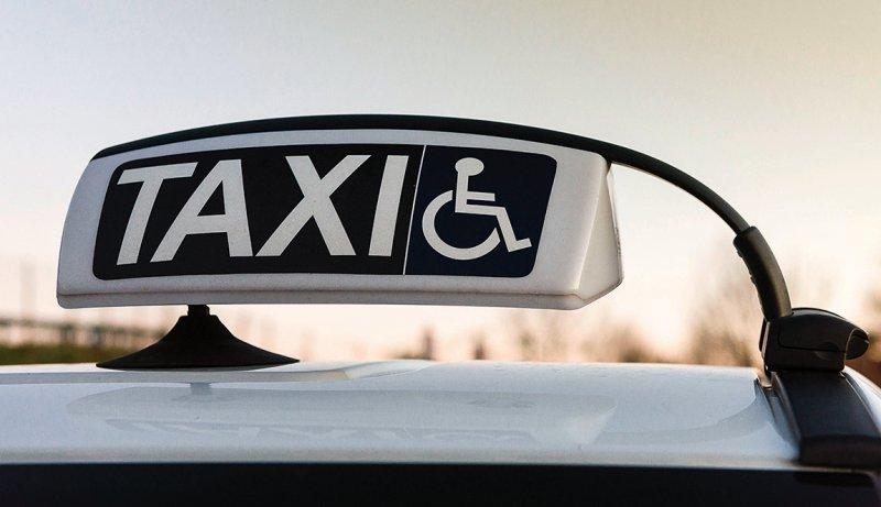 Zur Verordnung eines Krankentransports steht ab 1. April ein überarbeitetes Formular zur Verfügung. Foto: Fabio Lotti/stock.adobe.com