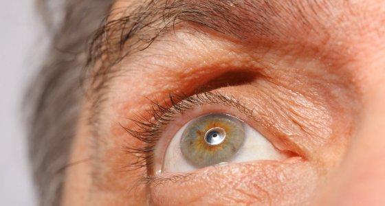 Nahaufnahme eines Auges /Pavel Losevsky, stockadobecom