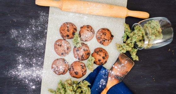 Bei Edibles handelt es sich um medizinische Lebensmittel, denen Cannabis-Extrakte beigefügt wurden. /cendeced, adobe.stock.com