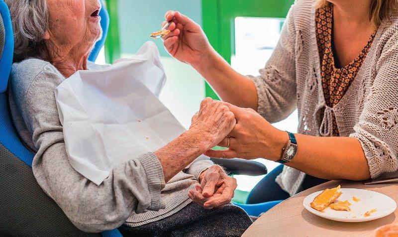 Die Bezahlung von Altenpflegekräften gilt als besonders schlecht. Die Löhne liegen deutlich unter denen in der Krankenpflege. Foto: Your Photo Today