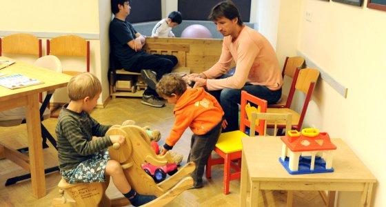 Wartezimmer eines Kinder- und Jugendarzts in Leipzig /picture alliance