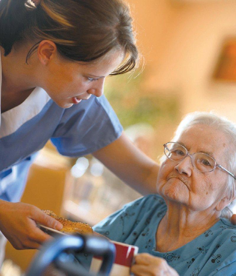 Pflegelöhne und Belastung Betroffener müssen in Balance gebracht werden. Foto: picture alliance/imageBROKER