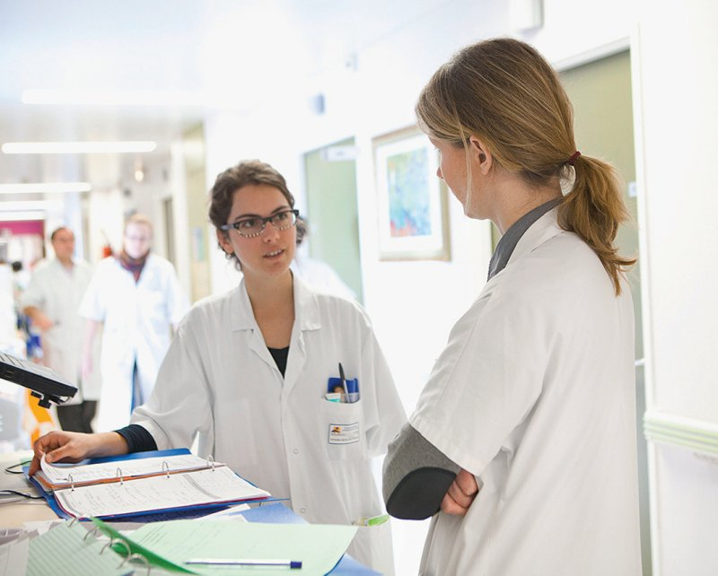 1 247 Oberärzte aus Krankenhäusern in Nordrhein-Westfalen und Rheinland-Pfalz wurden befragt. Foto: mauritius images/BSI AMELIE-BENOIST