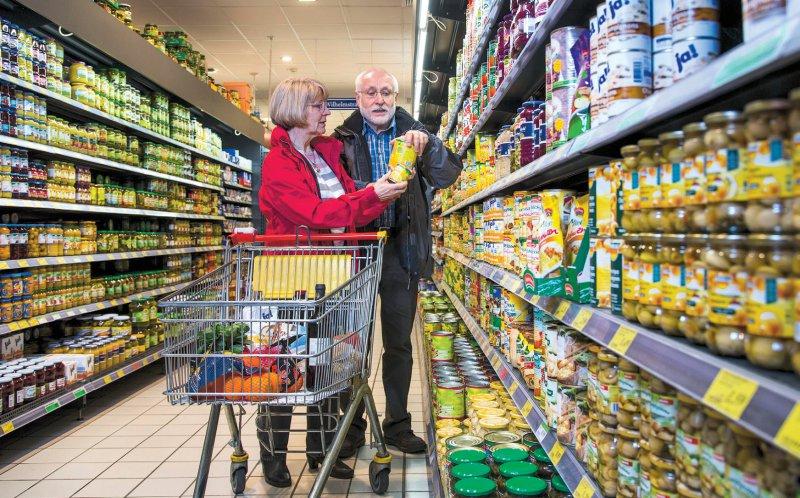 Den Nutri-Score in Ampelfarben empfehlen immer mehr Länder. 2020 könnte er auch in deutschen Supermärkten in den Regalen zu finden sein. Einige Hersteller haben sich bereits für die freiwillige Kennzeichnung ausgesprochen, unter anderem Nestlé, Danone und Iglo. Foto: picture alliance/imageBROKER