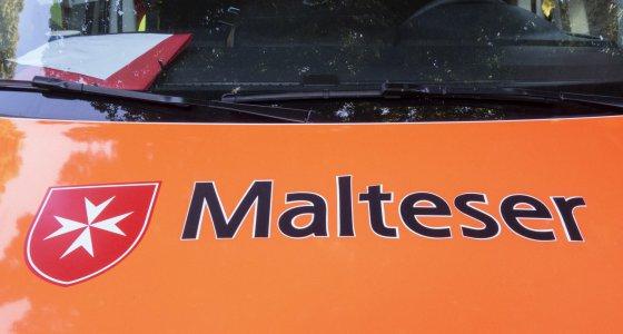 Rettungsfahrzeug Malteser /picture alliance