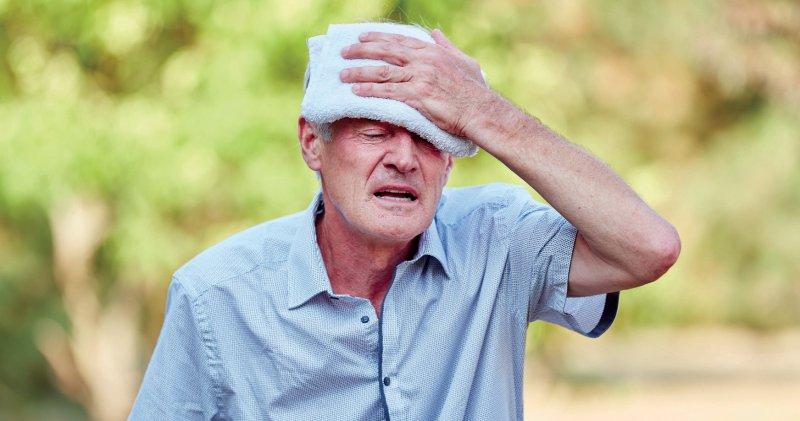 Zwischen Mai und September werden künftig immer wieder Hitzeperioden auftreten, die besonders für ältere und geschwächte Menschen eine gesundheitliche Bedrohung darstellen. Foto: Robert Kneschke/stock.adobe.com