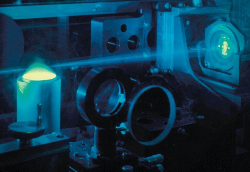 Bei der Raman- Spektroskopie werden die Proben mit Laserlicht bestrahlt. Das zurückgestreute Licht wird spektroskopisch analysiert. Foto: Science Photo Library/US Department of Energy