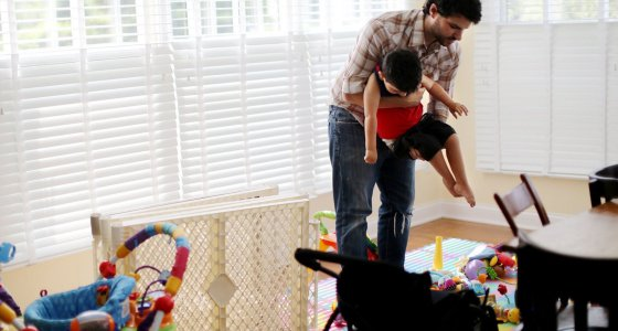 Kurz nach Donovans Geburt wurde bei ihm eine spinale Muskelatrophie diagnostiziert. Im Rahmen einer klinischen Studie am Nationwide Children's Hospital erhielt er eine Gentherapie mit Zolgensma, das kürzlich von der FDA zugelassen wurde. /picture alliance