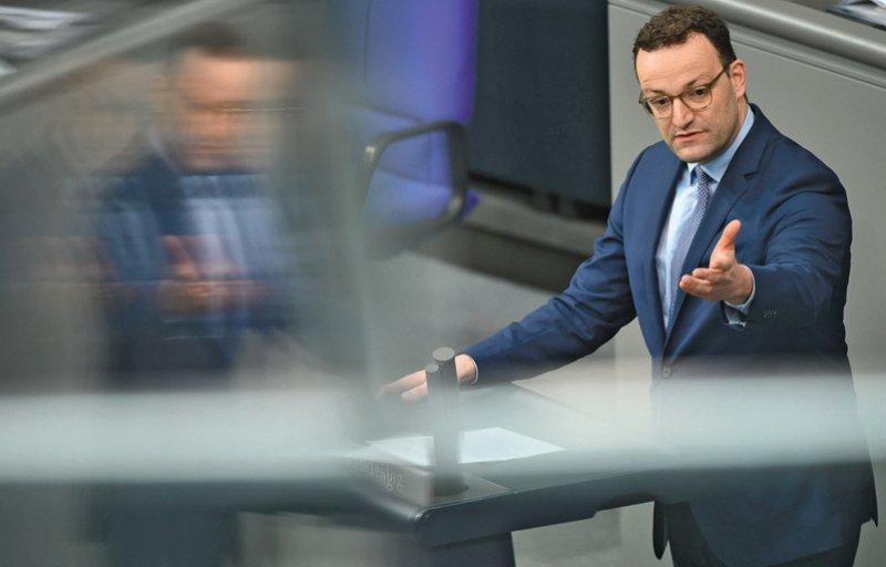 Jens Spahn (CDU), Bundesminister für Gesundheit, wies erneut auf den großen Bedarf an Pflegefachkräften hin. Foto: picture alliance/Sven Braun/dpa