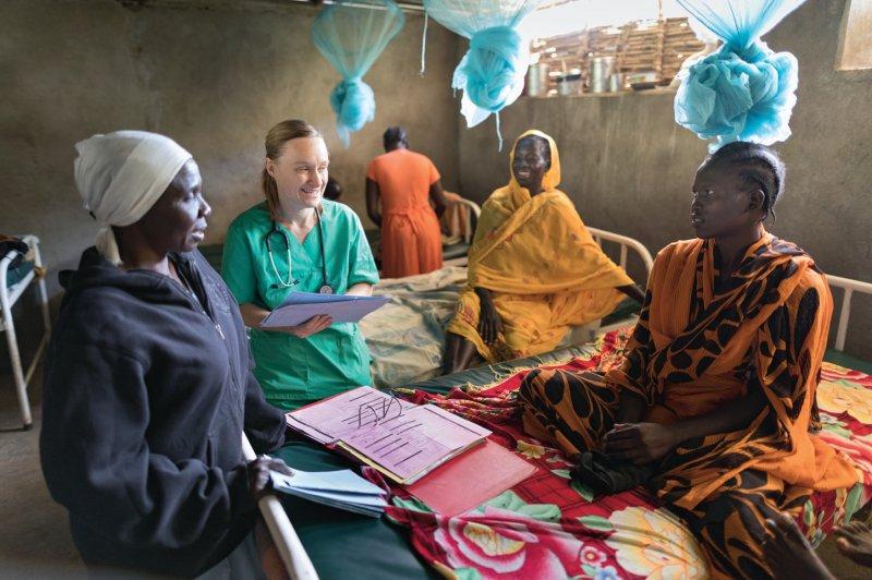 Nah an den Menschen: Kathrin Baumgartner ist die einzige Ärztin im Projekt und kümmert sich als Klinikleiterin auch um die Organisation des Krankenhauses. Foto: Jürgen Escher