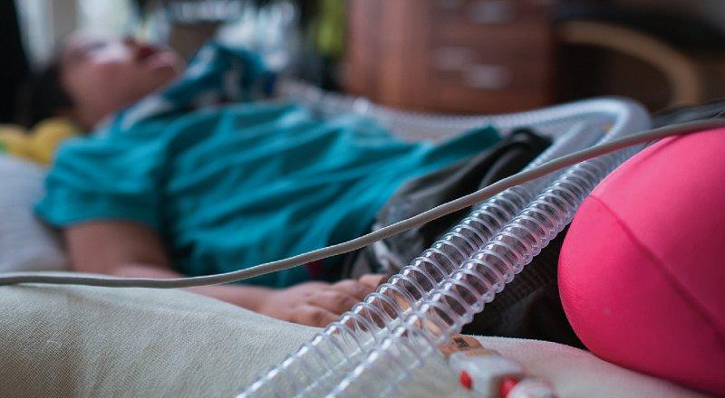 2018 gab es unter gesetzlich Versicherten 19 000 Menschen in der ambulanten und 3 400 in der stationären Intensivpflege. Die Gesamtausgaben betrugen 1,9 Milliarden Euro. Foto: dpa