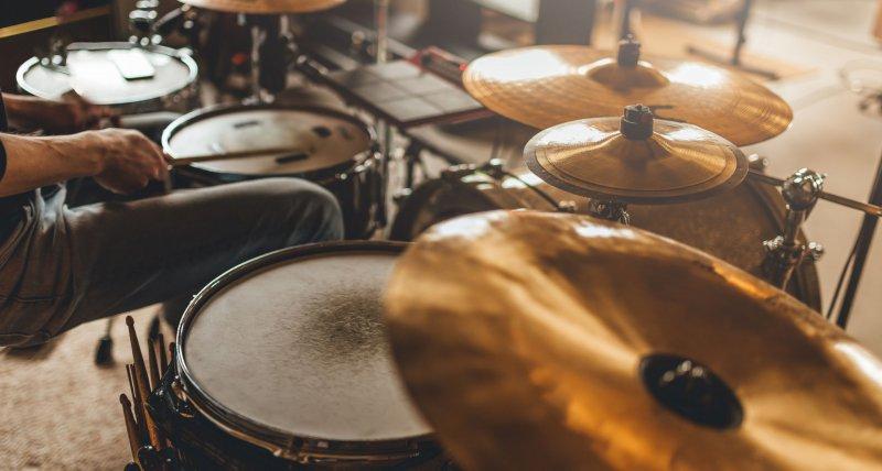 Schlagzeugspielen verändert das Gehirn