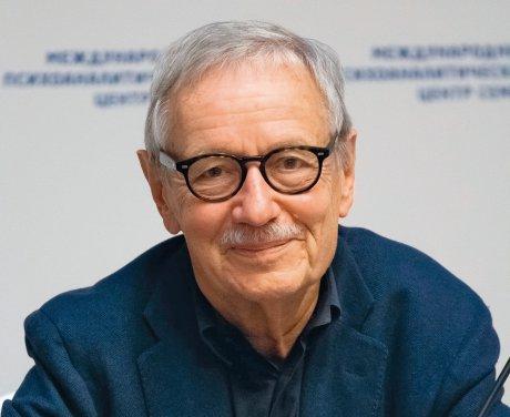 Der Arzt und Psychoanalytiker Mathias Hirsch im...