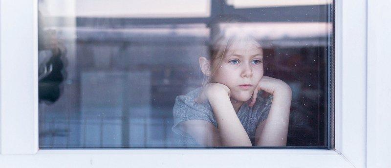 Der Lockdown im Zuge der Coronapandemie löst auch bei Kindern und Jugendlichen Ängste aus – das Infoportal möchte Ansprechpartnern dafür sein. Foto: Екатерина Рукосуева/stock.adobe.com