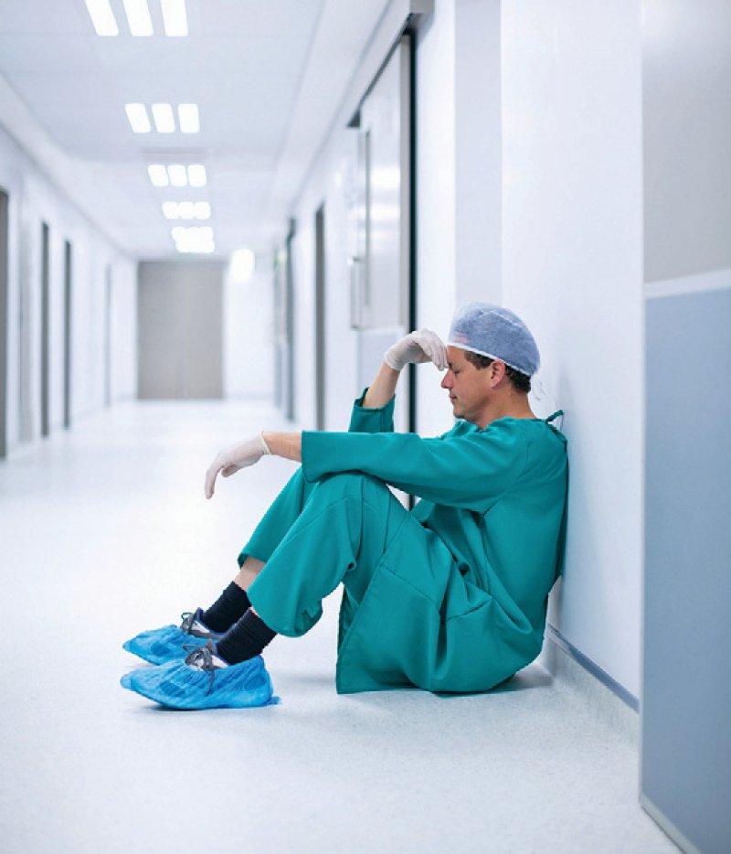 Die Arbeitszeit der Ärzte spielt bei den laufenden Tarifverhandlungen eine wichtige Rolle. Foto: Wavebreakmedia/iStockphoto