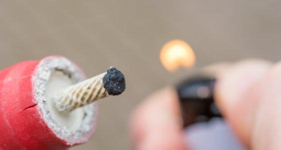 Explodierende Knallkörper sind zumeist die Ursache für schwere Verletzungen /Ralf Geithe, stock.adobe.com